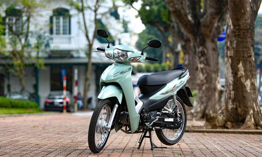 How to drive a semi- automatic scooter for a newbie? - Happy
